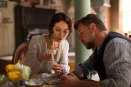 Russell Crowe et Olga Kurylenko dans La promesse d'une vie (2014)