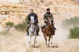 Russell Crowe et Yilmaz Erdogan dans La promesse d'une vie (2014)