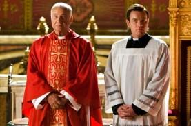 Armin Mueller-Stahl et Ewan McGregor dans Anges & démons (2009)