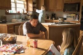 Mark Wahlberg, Kate Hudson, et Stella Allen dans Deepwater (2016)