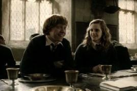 Rupert Grint et Emma Watson dans Harry Potter et le prince de sang-mêlé (2009)