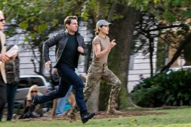 Tom Cruise et Cobie Smulders dans Jack Reacher: Never Go Back (2016)