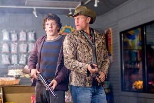 Woody Harrelson et Jesse Eisenberg dans Bienvenue à Zombieland (2009)