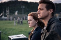 Amy Adams et Jeremy Renner dans Premier contact (2016)
