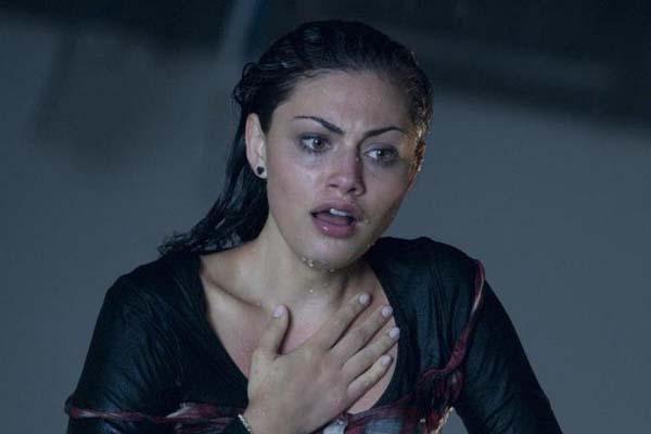 Phoebe Tonkin dans Bait (2012)