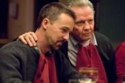 Jon Voight et Edward Norton dans Le prix de la loyauté (2008)