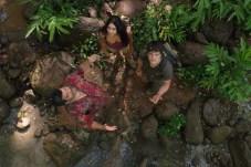 Luis Guzmán, Vanessa Hudgens, et Josh Hutcherson dans Voyage au centre de la Terre 2: L'île mystérieuse (2012)