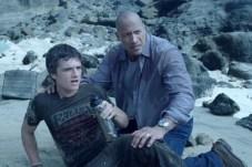 Dwayne Johnson et Josh Hutcherson dans Voyage au centre de la Terre 2: L'île mystérieuse (2012)