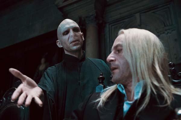 Ralph Fiennes et Jason Isaacs dans Harry Potter et les reliques de la mort: 1ère partie (2010)