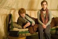 Rupert Grint et Emma Watson dans Harry Potter et les reliques de la mort: 1ère partie (2010)