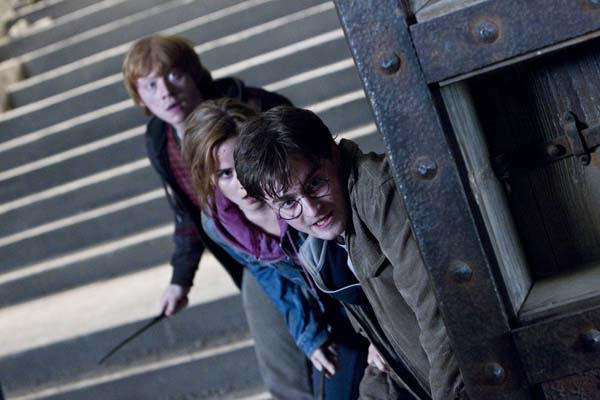 Rupert Grint, Daniel Radcliffe, et Emma Watson dans Harry Potter et les reliques de la mort: 2ème partie (2011)