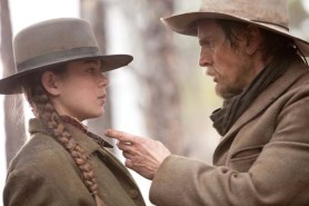 Barry Pepper et Hailee Steinfeld dans True Grit (2010)