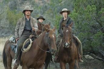 Christian Bale, Logan Lerman, et Benjamin Petry dans 3:10 to Yuma (2007)