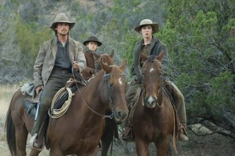 Christian Bale, Logan Lerman, et Benjamin Petry dans 3:10 to Yuma (2007)