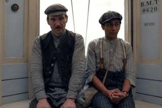 Ralph Fiennes et Tony Revolori dans The Grand Budapest Hotel (2014)