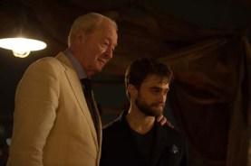 Michael Caine et Daniel Radcliffe dans Insaisissables 2 (2016)