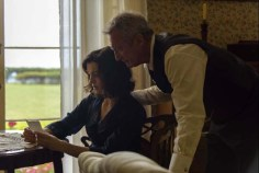 Bryan Brown et Rachel Weisz dans The Light Between Oceans (2016)
