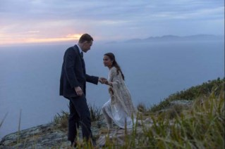 Michael Fassbender et Alicia Vikander dans The Light Between Oceans (2016)