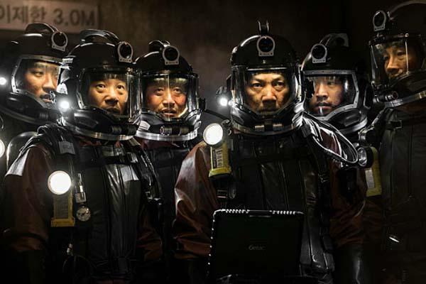 Jin-yeong Jeong, Shin-il Kang, Seung-mok Yoo, et Dae-Myung Kim dans Pandora (2016)