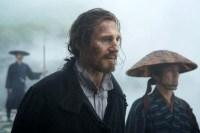 Liam Neeson et Yoshi Oida dans Silence (2016)