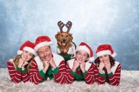 Megan Mullally, Bryan Cranston, Zoey Deutch, et Griffin Gluck dans Why Him? (2016)