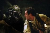 Raoul Bova et Tom Woodruff Jr. dans Alien vs. Predator (2004)