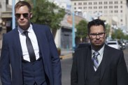 Alexander Skarsgård et Michael Peña dans War on Everyone (2016)