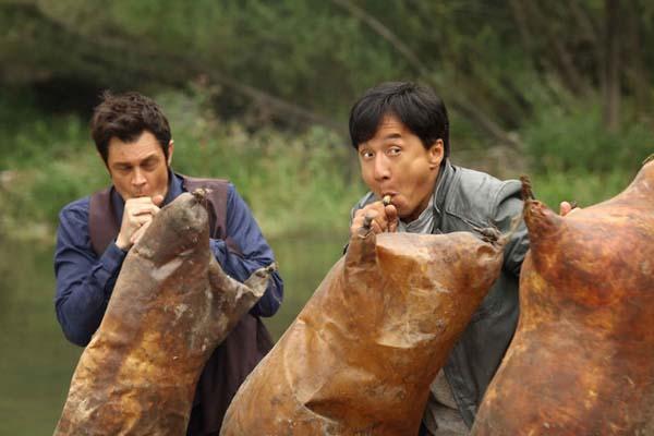 Jackie Chan et Johnny Knoxville dans La Filature (2016)