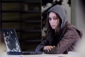 Alycia Debnam-Carey dans Friend Request (2016)