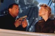 Erika Eleniak et Steven Seagal dans Under Siege (1992)