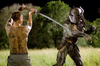 Brian Steele et Louis Ozawa Changchien dans Predators (2010)