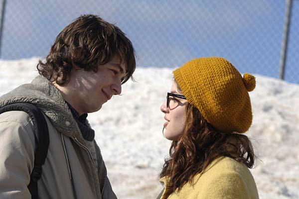 Michael Angarano et Olivia Thirlby dans Snow Angels (2007)