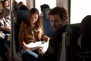 Clive Standen et Celeste Desjardins dans Taken (2017) Episode 1 : Pilot