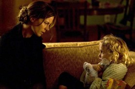 Kate Beckinsale et Ava Kolker dans The Trials of Cate McCall (2013)