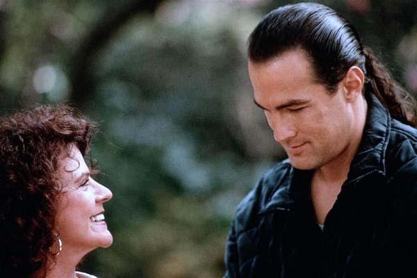 Steven Seagal et Bette Ford dans Marked for Death (1990)