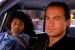 Pam Grier et Steven Seagal dans Nico (1988)
