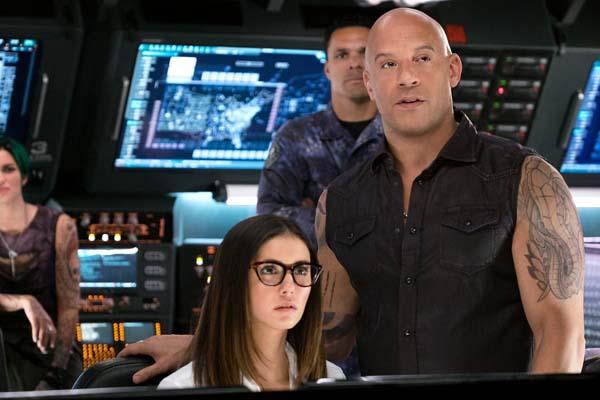 Vin Diesel et Nina Dobrev dans xXx: Return of Xander Cage (2017)