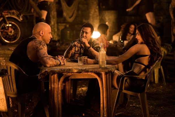 Vin Diesel, Donnie Yen, et Deepika Padukone dans xXx: Return of Xander Cage (2017)
