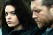 Sam Worthington et Odeya Rush dans The Hunter's Prayer (2017)