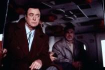 Michael Caine et Sven-Ole Thorsen dans On Deadly Ground (1994)