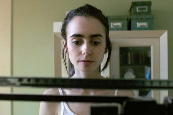 Lily Collins datant