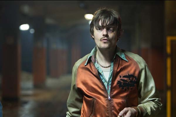 Sam Riley dans Free Fire (2016)