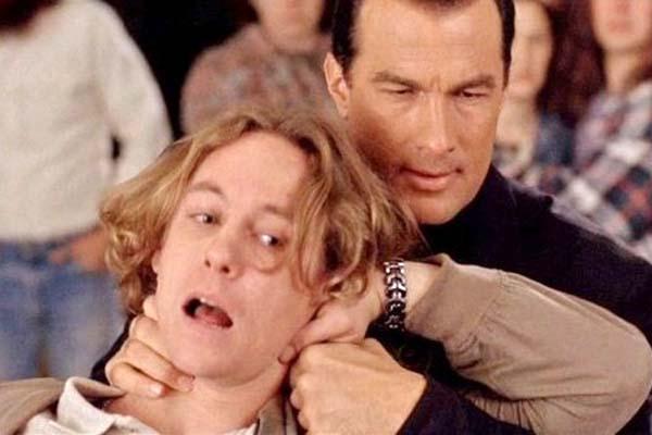 Steven Seagal et Brad Hunt dans Menace Toxique (1997)