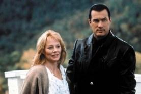 Steven Seagal et Marg Helgenberger dans Menace Toxique (1997)