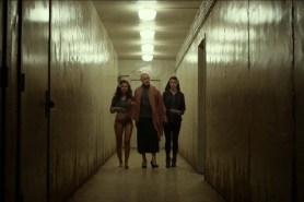 James McAvoy, Jessica Sula, et Anya Taylor-Joy dans Split (2016)