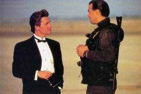Kurt Russell et Steven Seagal dans Ultime Décision (1996)