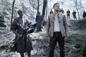 Djimon Hounsou et Charlie Hunnam dans King Arthur: Legend of the Sword (2017)