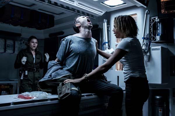 Carmen Ejogo, Amy Seimetz, et Benjamin Rigby dans Alien: Covenant (2017)