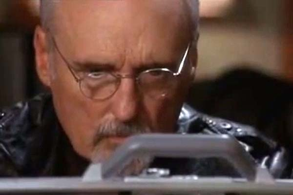 Dennis Hopper dans Explosion Imminente (2001)