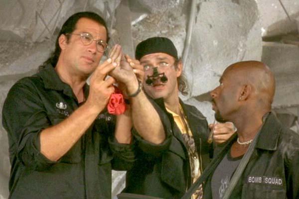 Steven Seagal dans Explosion Imminente (2001)